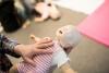 AOK: Kostenloser Onlinekurs für Erste Hilfe bei Kindern